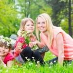 Kindergeburtstag als Frühlingsfest feiern: Tipps für Deko, Spiele und Essen